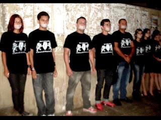 """Grupo de jovens denominados """"Revolução Cultural Panelense"""" realizaram manifestação em Panelas"""