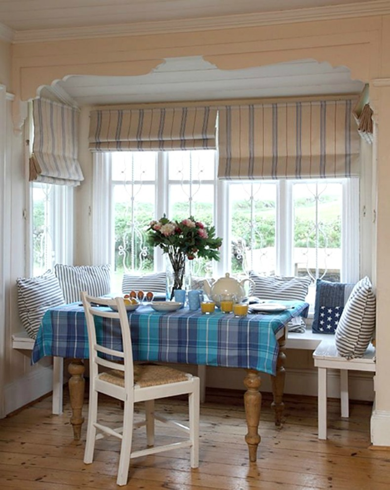 coastal cottage breakfast nook