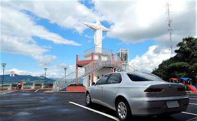O Mirante do Cristo fica perto do centro de Socorro e oferece uma vista panorâmica da cidade. Seu acesso fica próximo ao Portal Norte, pela Avenida Quinze de Agosto.