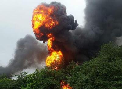 Cột lửa cao xuất hiện trong vụ cháy hệt như trong phim hành động