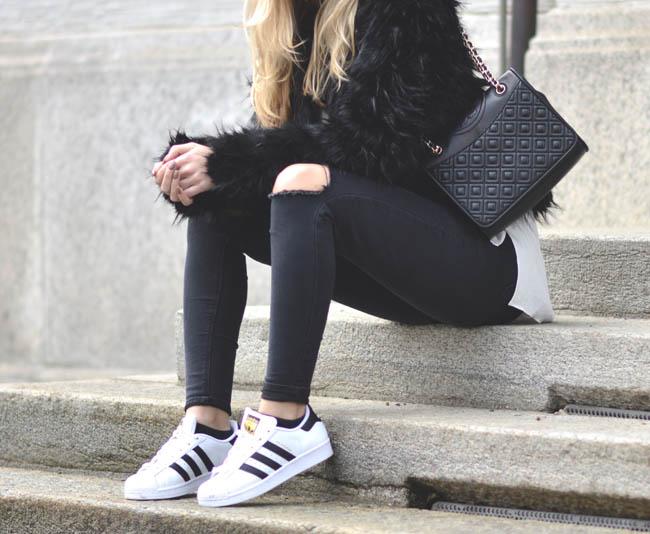 Sepatu untuk ke kampus memiliki beberapa model