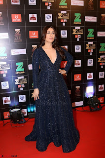 Kareena Kapoor on the Red Carpet Of Zee Cine Awards 2017 Exclusive 015.JPG