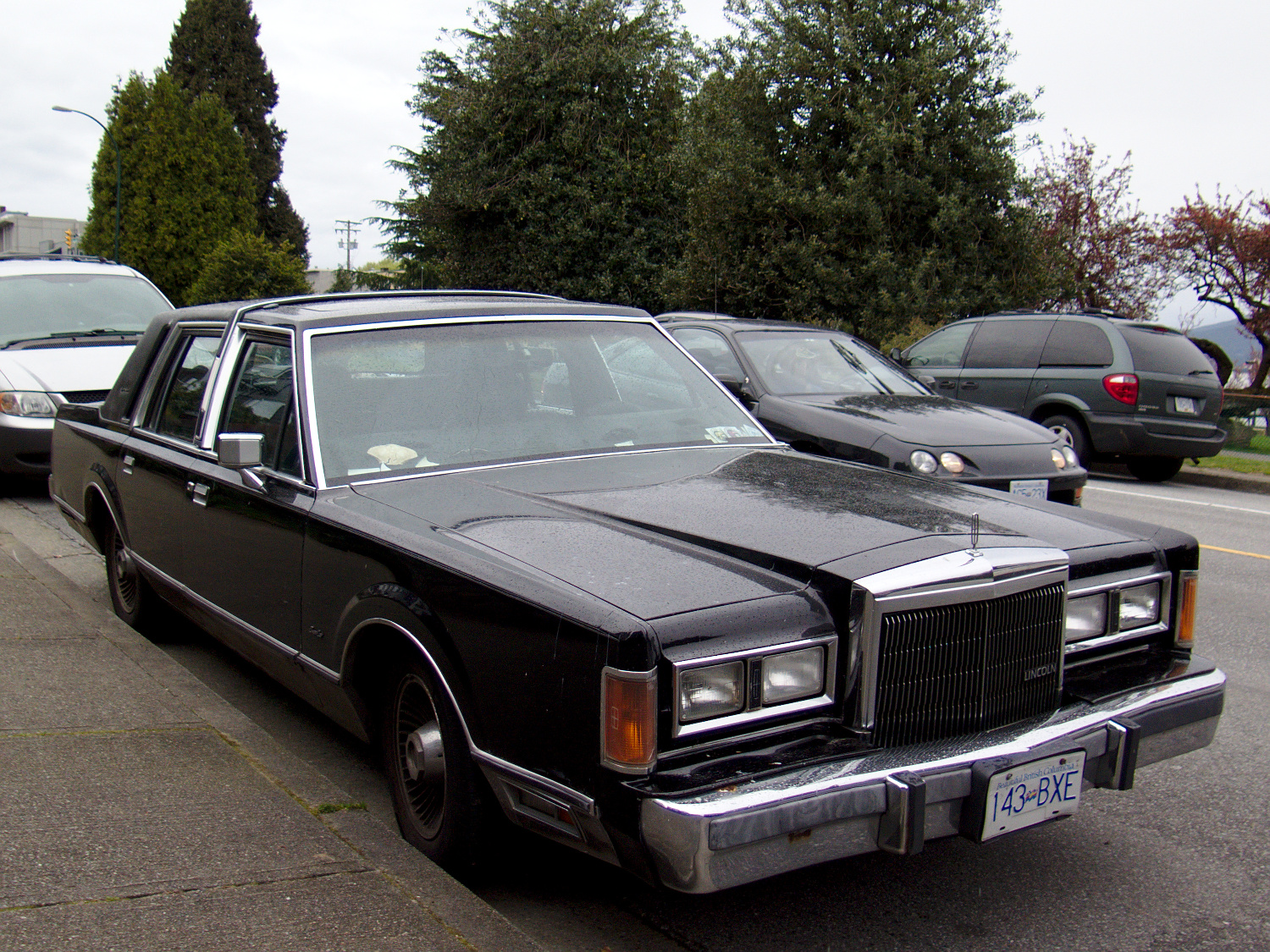 Old Parked Cars Vancouver 1988 Lincoln Town Car