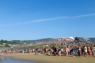 19 Crowd in Pantin Contest Site Pantin Classic Galicia Pro foto WSL Laurent Masurel