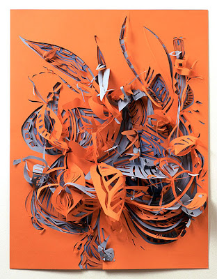Obra artística con corte de papel muy colorida.