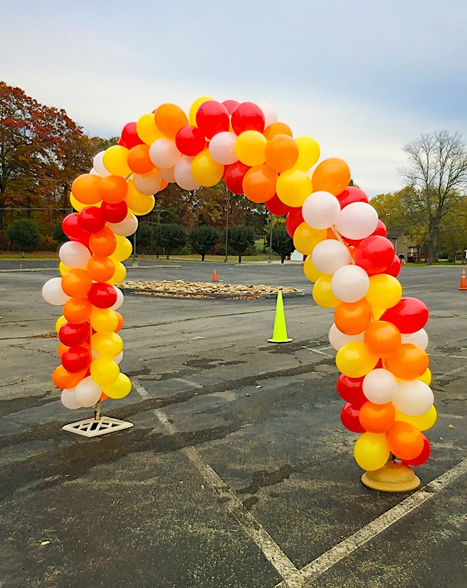 Easy diy balloon arch for around 10 less than perfect life of bliss home diy travel - Cheap circus decorations ...