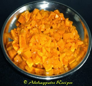 chopped mangoes to make Aamrakhand