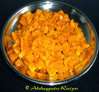 chopped mangoes to make Aamrakhand