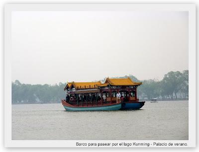Barco en el palacio de Verano, Pekin, China.