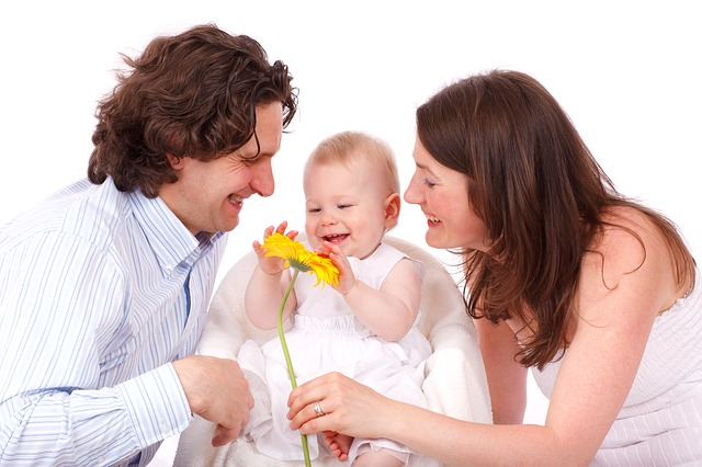 La maternidad y la paternidad como causas de suspensión laboral
