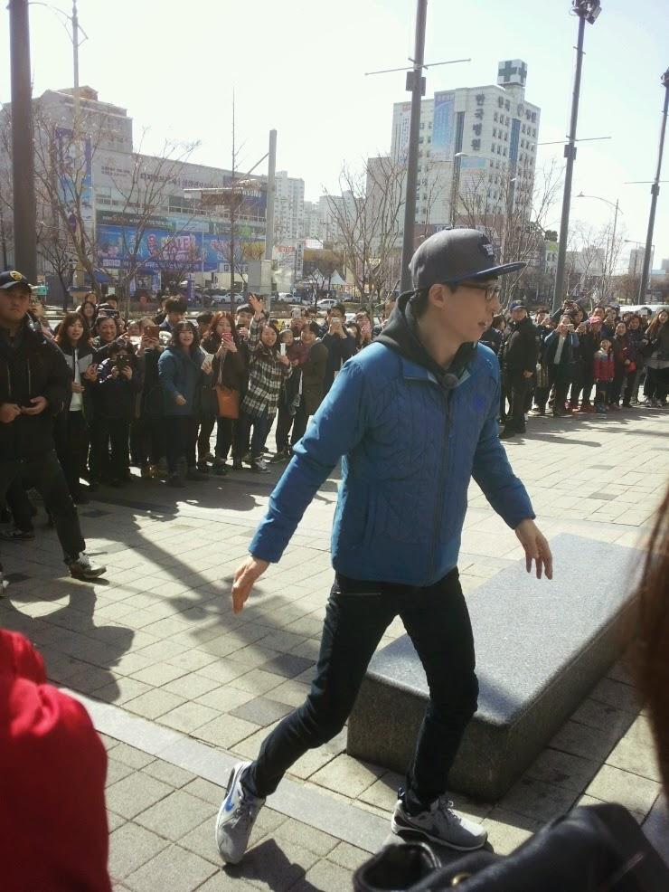 running man yoo jae suk Ye Ji Won Lee Gwang Soo ha soo bin haha kim jong kook song ji Hyo gary Ji Suk Jin coke can