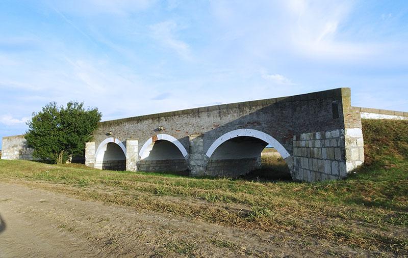 Hungarian_Great_Plain_Field_Countryside_Zador_Hid_Bridge