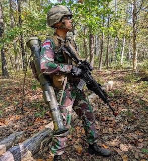 Prajurit TNI AD dengan AT4