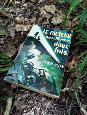 """""""Le facteur sonne toujours deux fois"""" - James M. Cain - Photo du livre"""