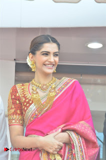 Actress Sonam Kapoor Launch Kalyan Jewellers Anna Nagar Showroom 0004.jpg