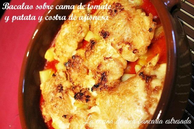 Receta de bacalao sobre cama de tomate y patata y costra de ajionesa paso a paso y con fotografías