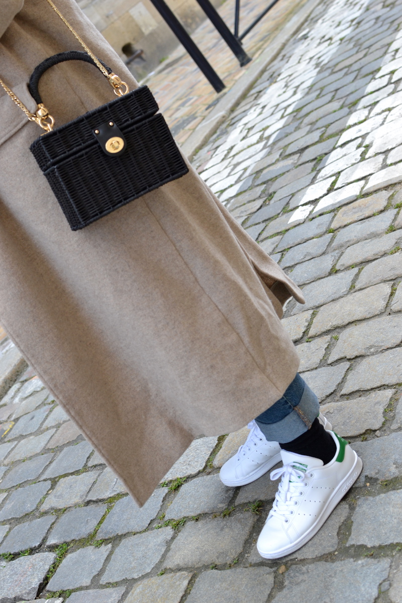 manteau long american vintage, stan smith, sac en osier noir zara