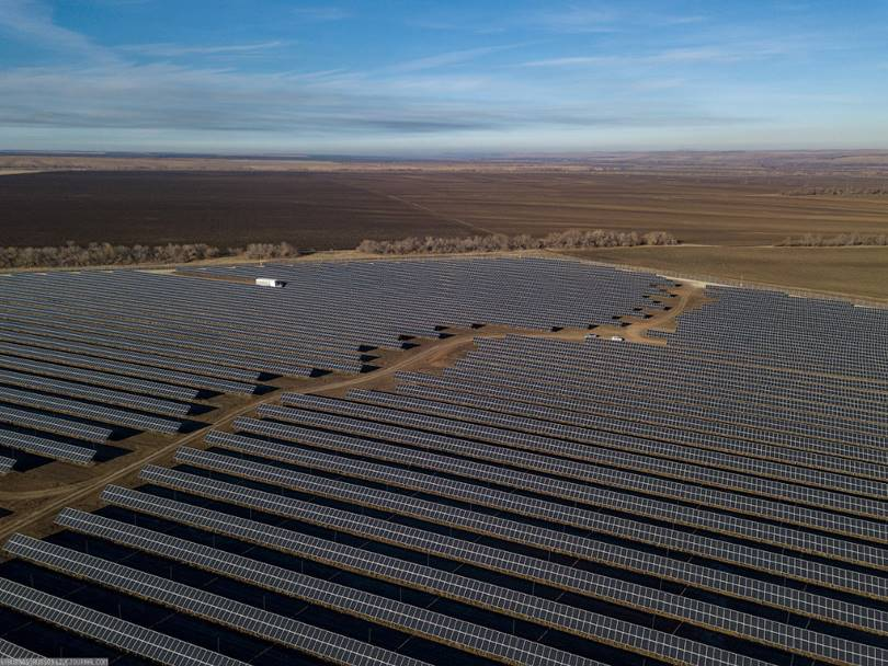 The largest solar power plant is Sorochinsk . Installed capacity of 60 MW. The station covers an area of ​​120 hectares (these are 170 football fields) and 200 thousand photocells are installed on it.