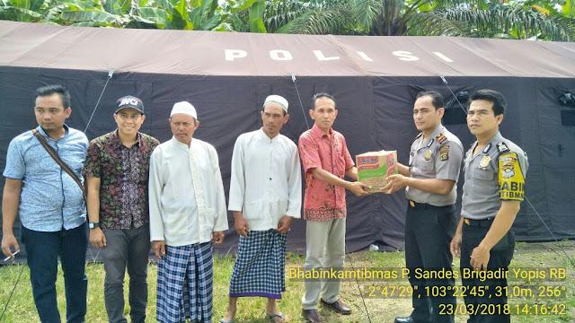 Berikan Bantuan, IPTU Mukhlis Sosok Polisi Perduli Korban Banjir