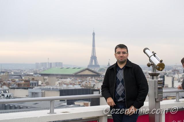 La Fayette'in çatısından Paris manzarası