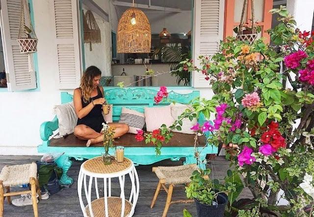 Keindahan Kenza Cafe di Pantai Kuta Lombok