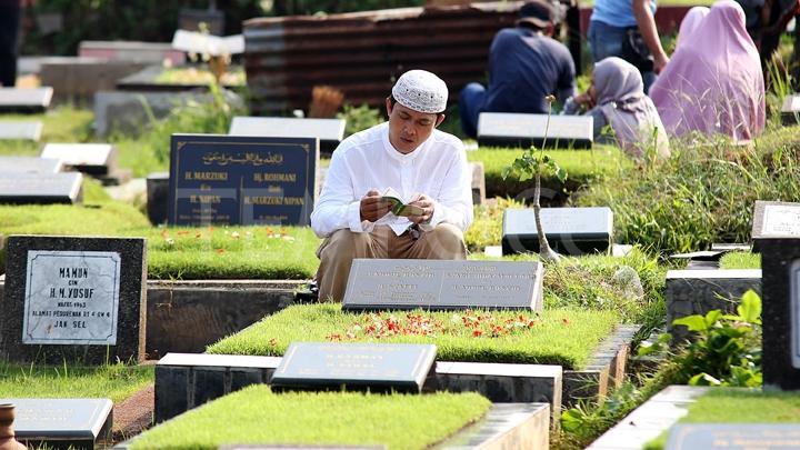 Jawaban UAS Soal Kebiasaan Ziarah Kubur Jelang Ramadhan