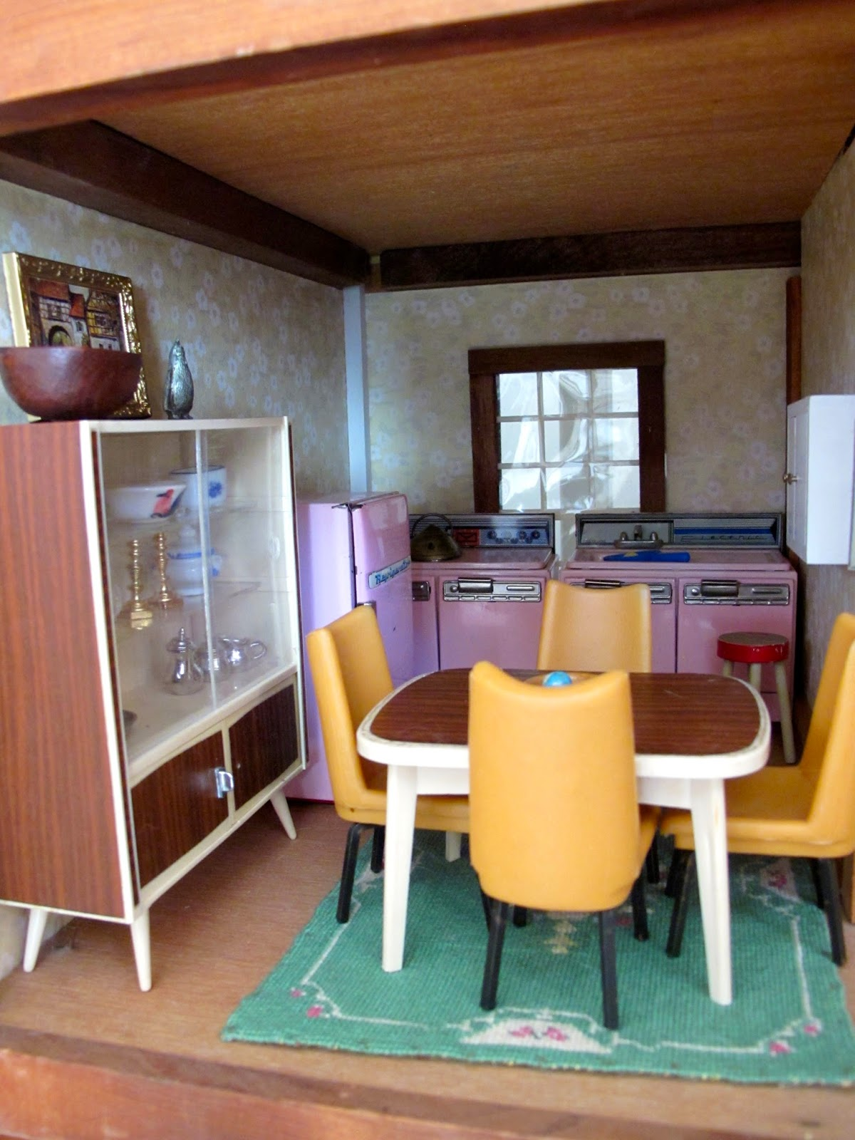 dollhouse furniture susan s mini homes hall s lifetime toys dollhouse 1970s