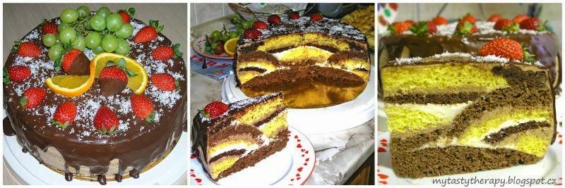 kulatý dort politý čokoládou a zdobený čerstvým ovocem, na řezu překvapení z různě tvrovaných světlých a tmavých korpusů a krémů