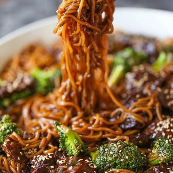 BEEF AND BROCCOLI RAMEN STIR FRY #noodles #ramenrecipes