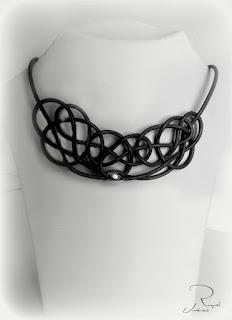 collar nudo negro
