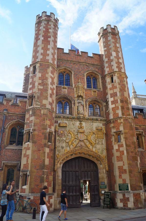 St John College