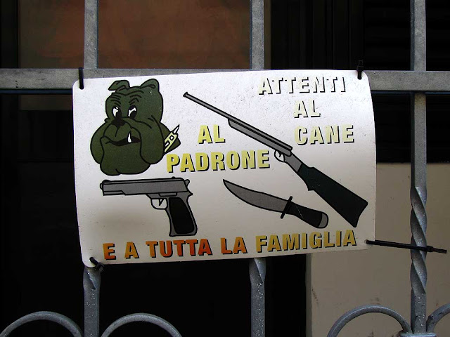 Beware of the dog, of the master and of the whole family, Livorno