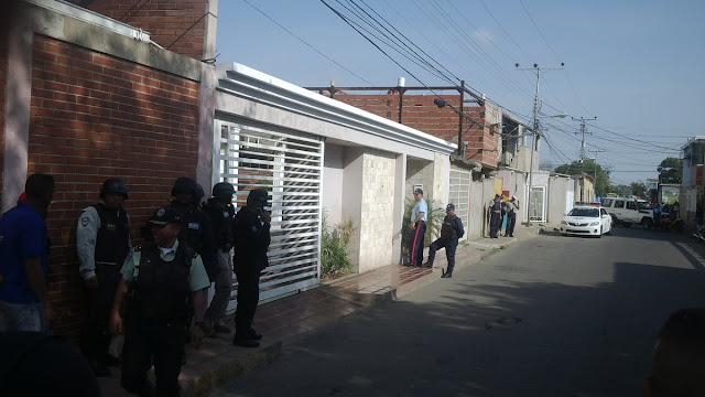Abatidos tres delincuentes que mantenían como rehenes a 4 comerciantes en Las Delicias