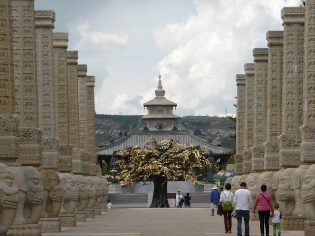 Entrada a la zona del templo