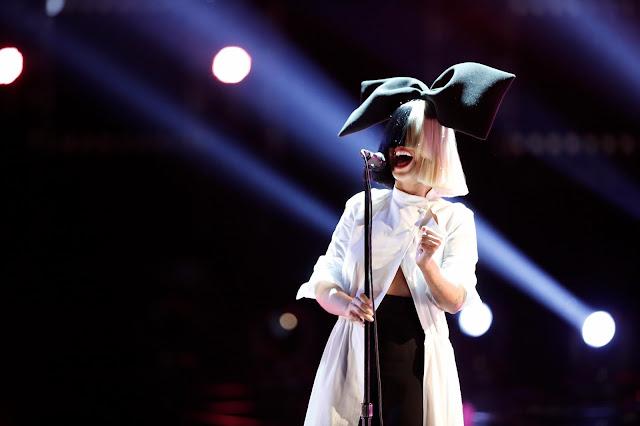 """Sia anuncia su primera gira en 5 años con """"Nostalgic For The Present Tour""""."""