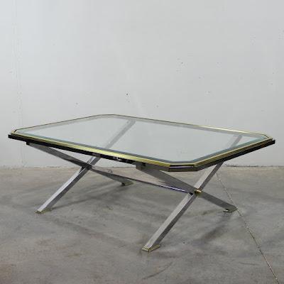 Mesa auxiliar en metal cromado y latón dorado. Excepcional calidad y estado. Años 70.