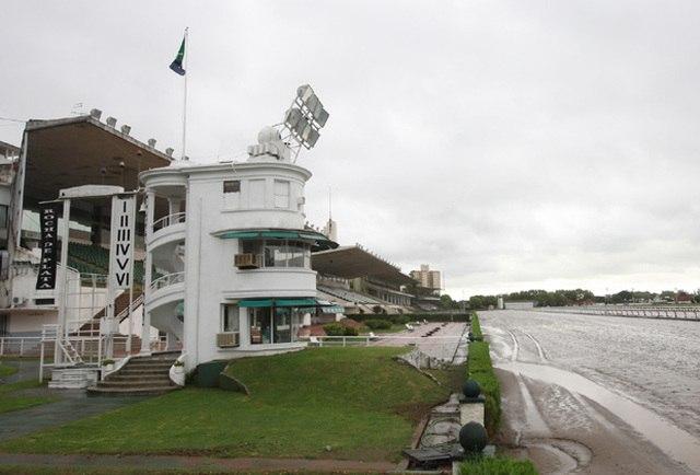Hipódromo de La Plata pista fangosa