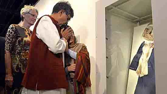 Nobel peace winners Kailash Satyarthi (L) and Malala