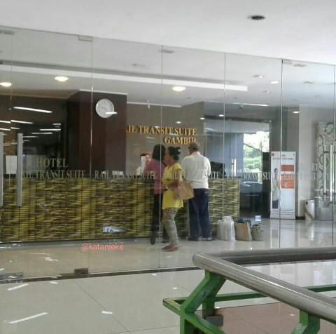 lobi hotel transit di stasiun gambir jakarta. Property of katanieke