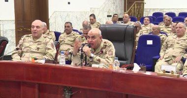 وزير الدفاع يلتقي ضباط الجيوش والمناطق