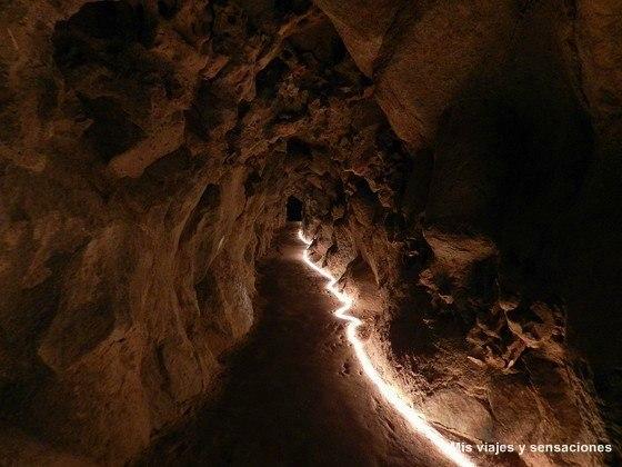 Subterráneos y cuevas de la gruta del Oriente y el lago de la cascada, Quinta da Regaleira, Sintra