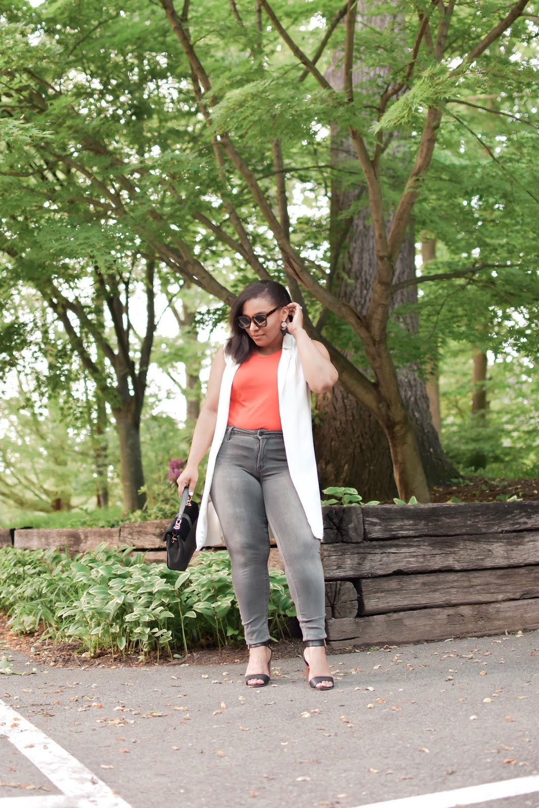 summer outfit ideas, summer styles, mom blogger, stylish moms, dc bloggers, summer vest, old navy jeans, old navy denim, armandhugon