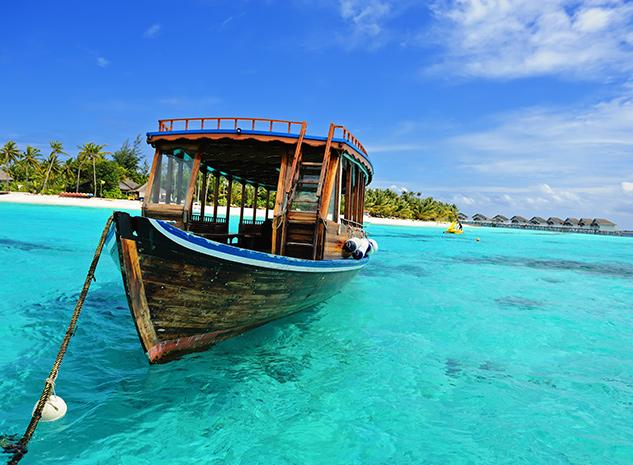 barcas en las islas maldivas