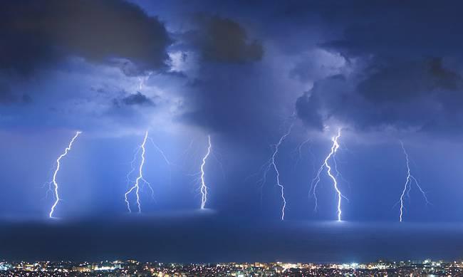 Καιρός: Στο έλεος της «Νεφέλης» η Ελλάδα - Ακραία φαινόμενα με καταιγίδες και χαλάζι