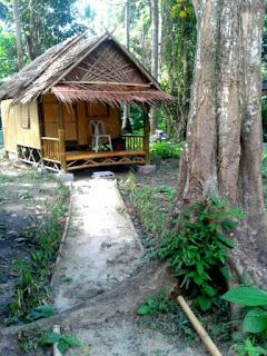 Foto van een kleine bamboo hut in Koh Mook Garden Beach Resort