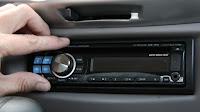 Collegare cellulare o lettore MP3 all'autoradio per sentire musica in macchina