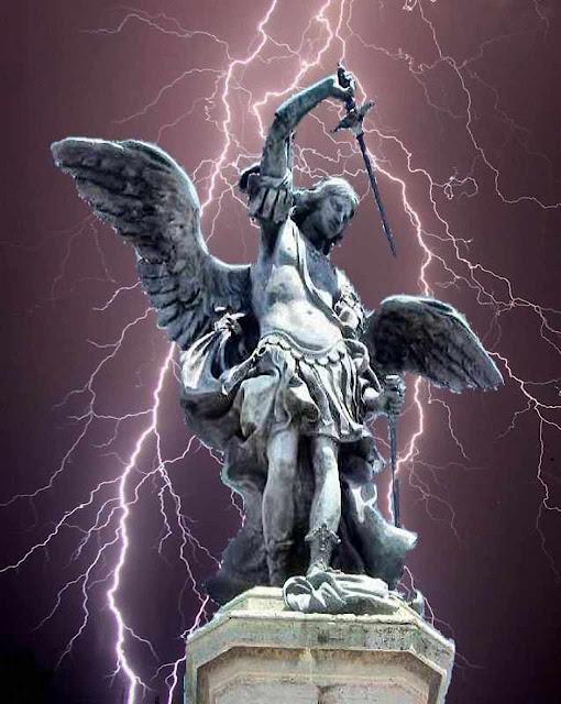 Estátua de São Miguel Arcanjo, Castel Sant'Angelo, Vaticano