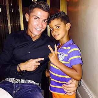 Cristiano Ronaldo dengan anaknya Cristiano Ronaldo JR