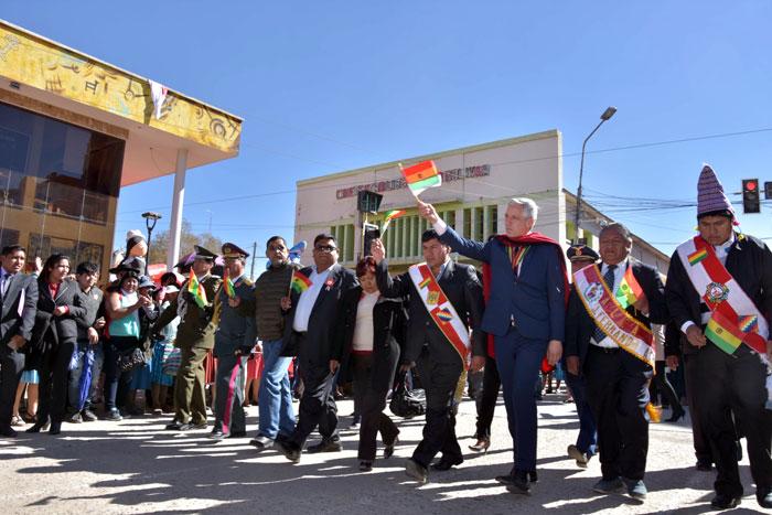 Gobierno compromete inversión de más de 86 millones de bolivianos para educación, riego y agua potable en Villazón