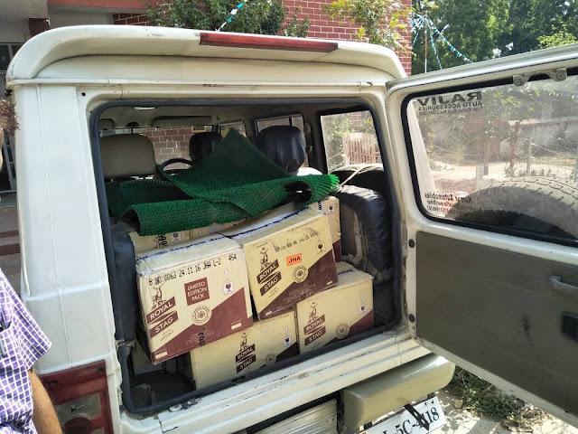 बांका शहर के विजयनगर चौक से 24 पेटी शराब समेत बोलेरो जब्त, दो गिरफ्तार